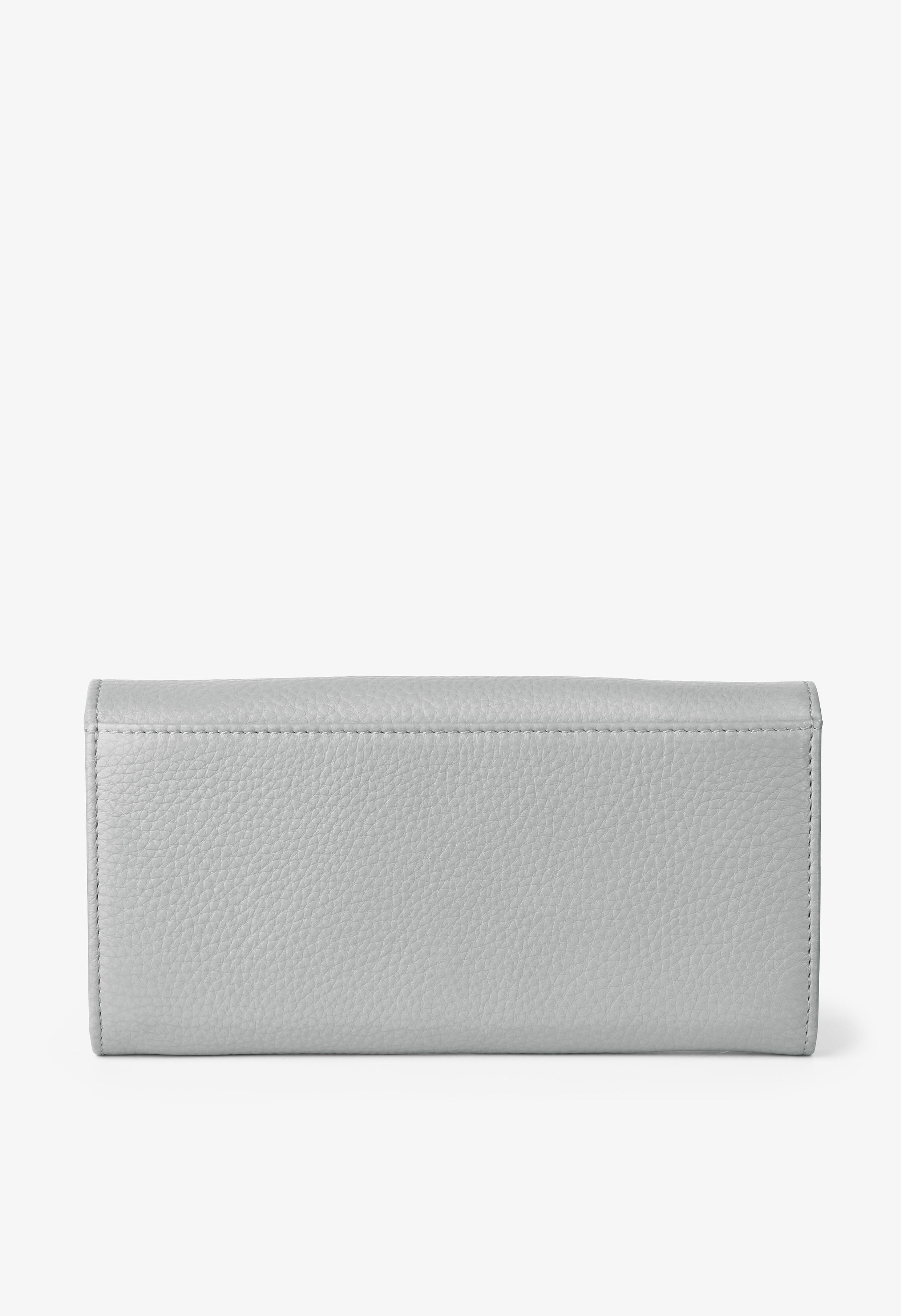 silver grey/black lip W17