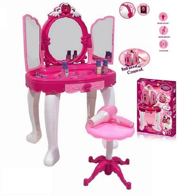 Dětský kosmetický stolek s dálkovým ovládáním