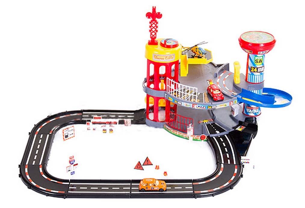 Patrová garáž s autíčky a závodní dráhou