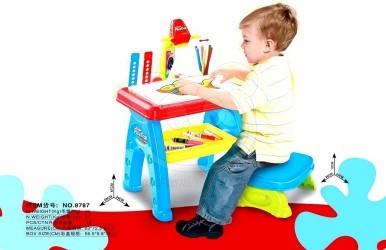 Kreslící projektor se stolem a židličkou
