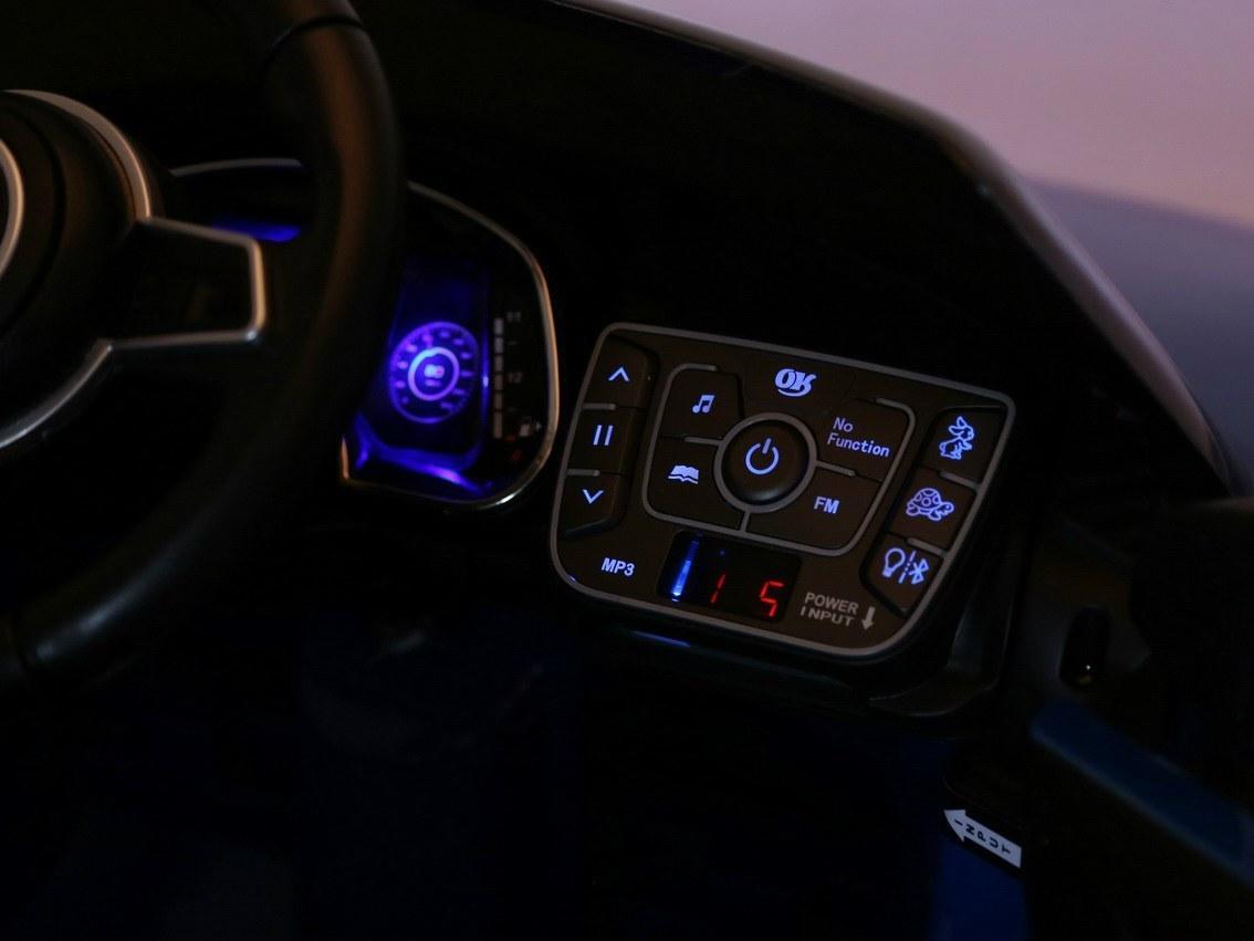 Dětské elektrické autíčko Audi R8 Spyder 2,4Ghz Lak