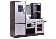 Dřevěná kuchyňka s lednicí a troubou