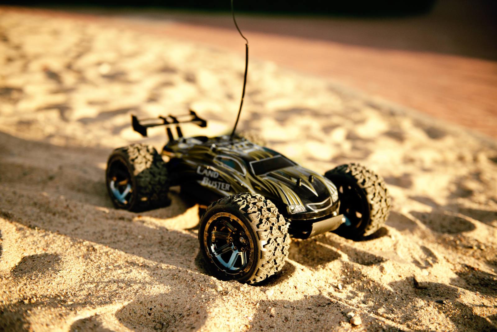 RC auto Land Buster 4x4 1:12 žluté